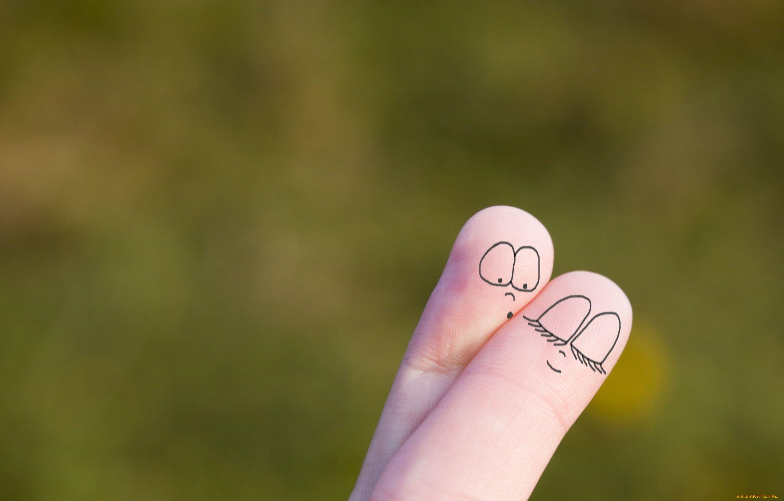картинки два пальца обнимаются